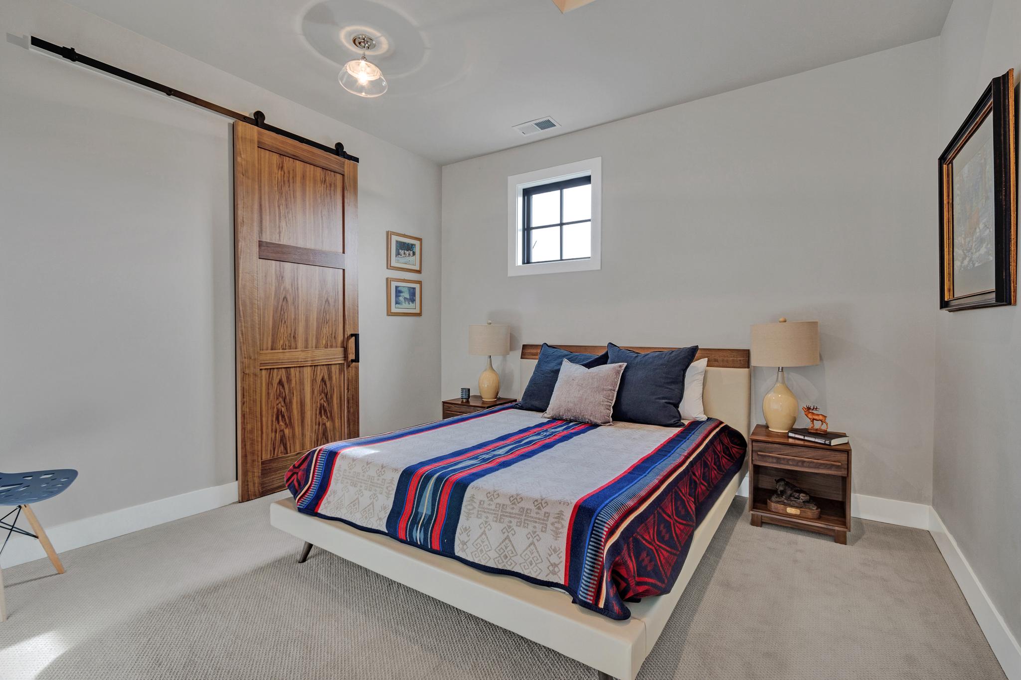 cv 9 montana room